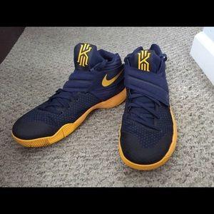 Nike Kyrie 2 GS Cavs Sneakers
